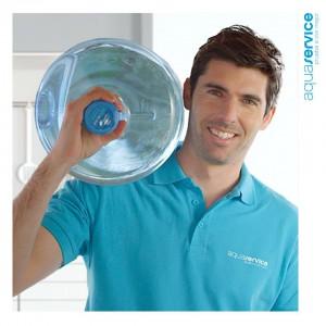 Nuestros repartidores llevan puntualmente las botellas para tus fuentes de agua para empresas