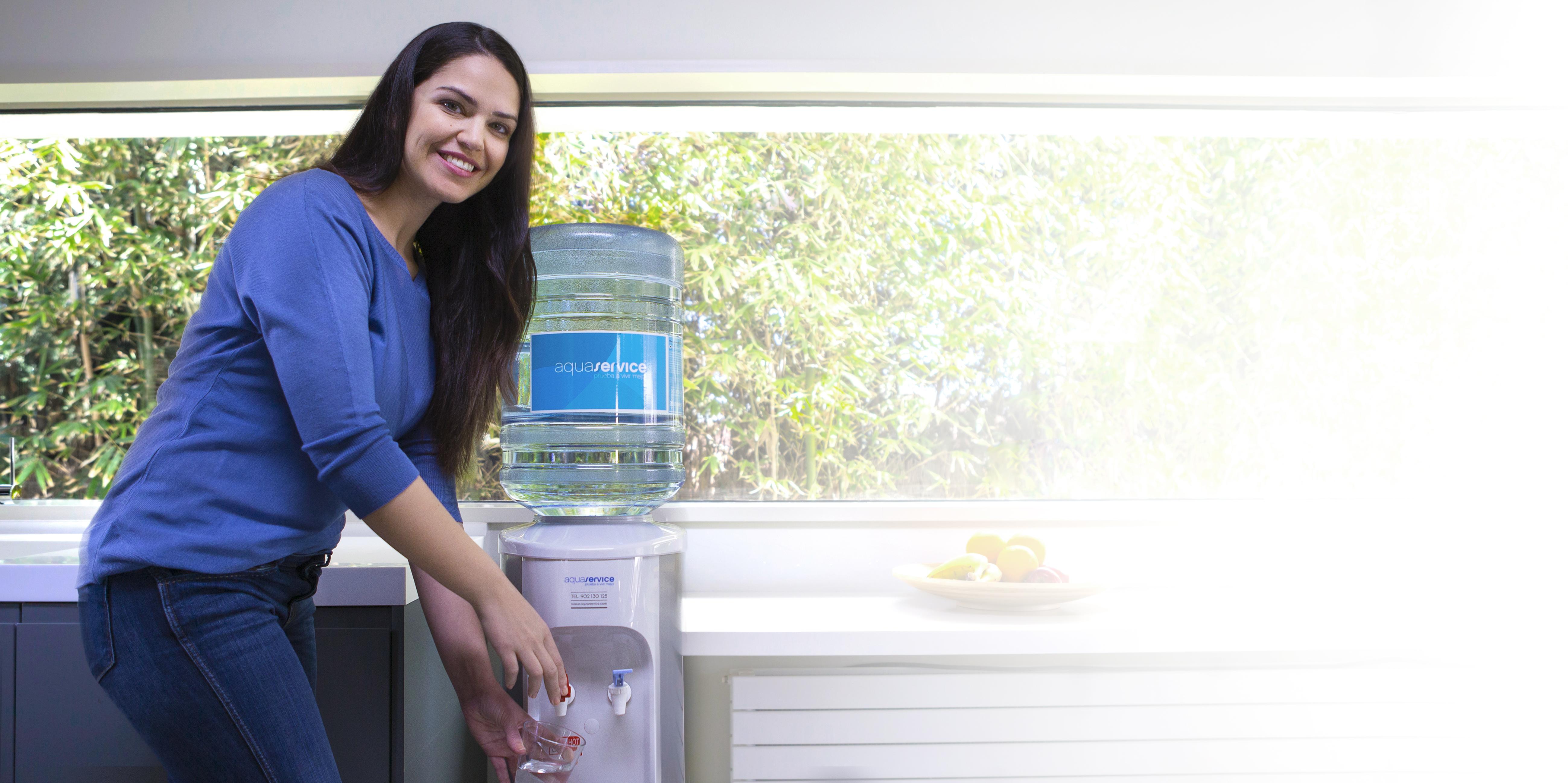 Dispensador de agua tambi n en tu cocina for Dispensador agua oficina