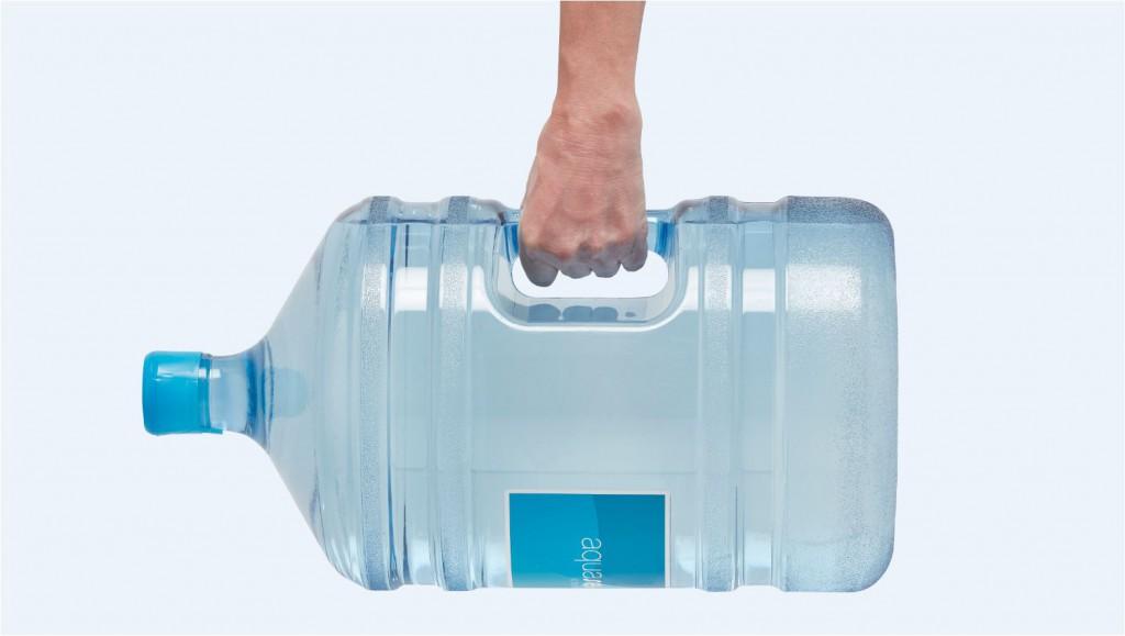 reparto de agua a domicilio con garrafas de agua