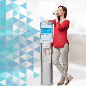 dispensador de agua, con agua mineral y bebida refrescante aquaservice
